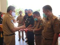 Gubernur Sulbar Serahkan Sejumlah Bantuan Untuk Penanganan Covid-19