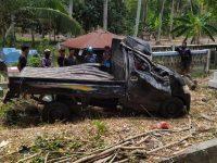 Hilang Kendali, Pick Up Bermuatan Ayam Masuk Areal Pekuburan di Balanipa