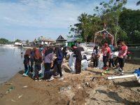 Pesisir Pantai Lantora Dibersihkan, Tiga Ton Sampah Terangkut