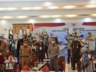 Jokowi Serahkan 1 Juta Sertifikat Tanah Untuk Rakyat