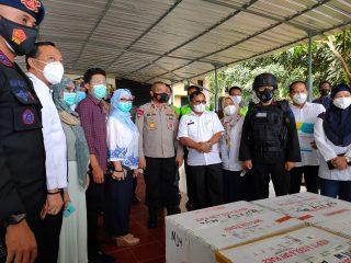 Brimob Bersenjata Lengkap Kawal Kedatangan Vaksin Sinovac di Sulbar