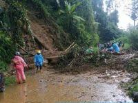Curah Hujan Tinggi, Jalan Poros – Mamasa Polman Tertutup Longsor