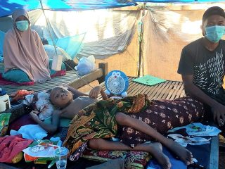 Sakit, Adrian Remaja Asal Majene Hidup Memprihatinkan di Tenda Pengungsian