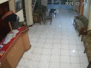 Seorang Pemuda di Polman Terekam CCTV Curi Telepon Genggam