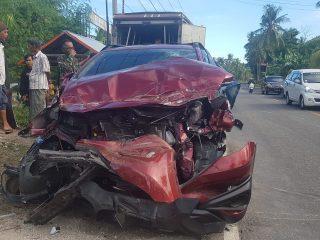 Brukk !! 2 Mobil Terlibat Kecelakaan di Campalagian