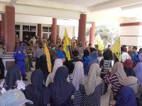 Tuntut Dirut RS Dicopot, Mahasiswa Polman Geruduk Kantor Bupati dan Kembalikan Santunan