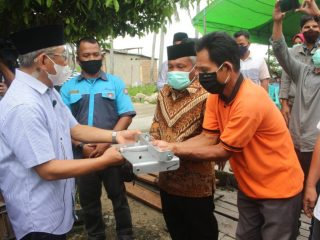 Pulihkan Ekonomi Nelayan Akibat COVID-19, Gubernur Sulbar Serahkan Bantuan Mesin