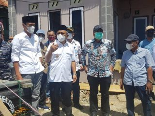 Pantau Abrasi Pantai di Tinambung, Gubernur Sulbar Janjikan Penanganan