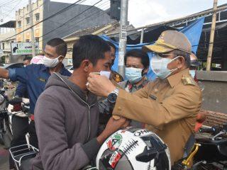 Gubernur, Kajati dan Kapolda Sulbar Bagikan Ribuan Masker