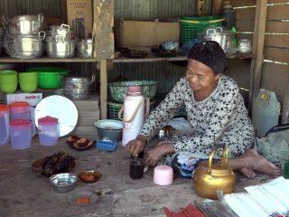 Wow, Warung Milik Lansia di Luyo Sajikan Kopi Gratis untuk Pengunjung