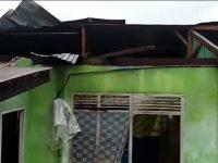 4 Rumah-1 Masjid Terdampak Angin Kencang di Kebunsari-Wonomulyo, Dinsos Kirim Bantuan