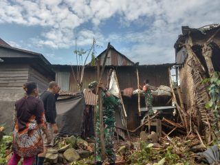 Babinsa Kodim 1402/Polman Dikerahkan Bantu Warga Terdampak Bencana di Binuang